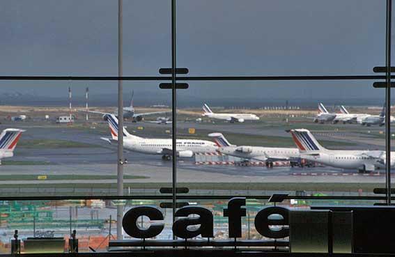 AIRPORT PARIS CHARLES DE GAULLE TERMINAL 2 E. April 2004